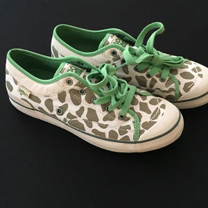 BNWT The cutest Giraffe sneakers ever!!! Size 8